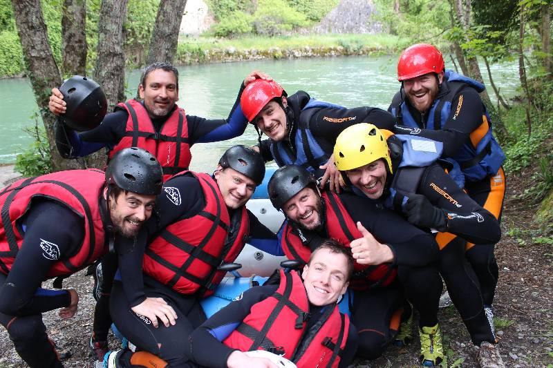 Une vie de garçon, ça s'enterre (dignement). Une descente en raft, kayak, hot-dog ou canoë pour faire le plein de sensations fortes ? - Yes We Raft