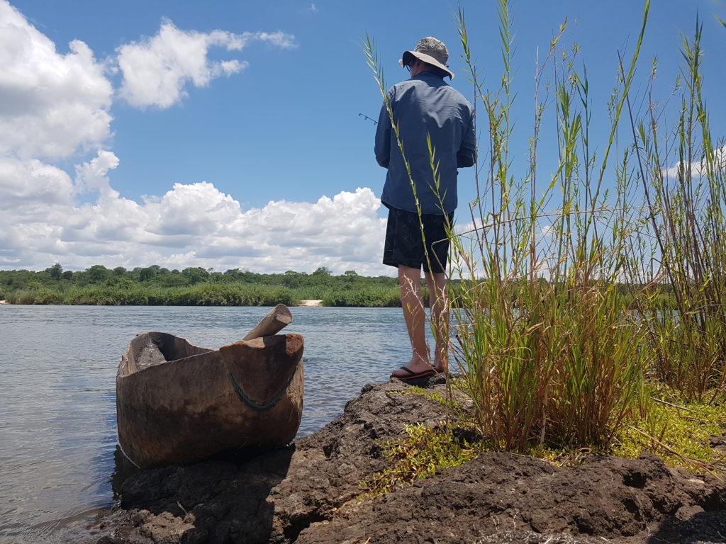 Le pêcheur et la pirogue . Origine du kayak.