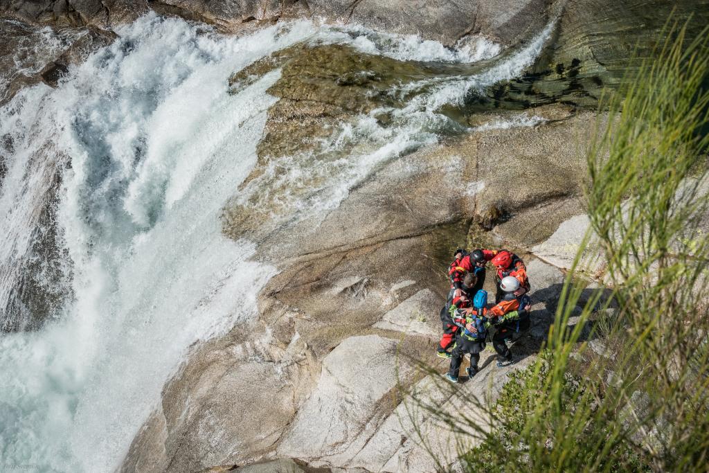 Equipe rafting Pyrénées rapides sensation